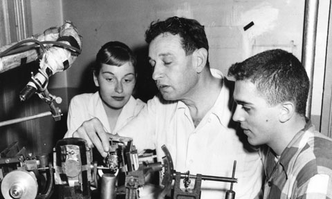 Isidor Fankuchen (center) demonstrates laboratory equipment to two high school students. He held annual summer courses on X-ray diffusion in Brooklyn and often invited high schoolers to participate.