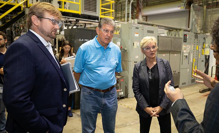 NETL Director Brian Anderson, Sen. Joe Manchin, and Energy Secretary Jennifer Granholm at NETL's West Virginia facility