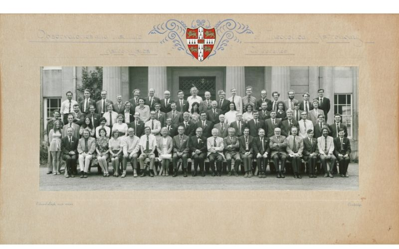 Large group portrait of the University of Cambridge Institute of Theoretical Astronomy 1974 Conference 'Supernovae,' which Margaret Burbidge attended.