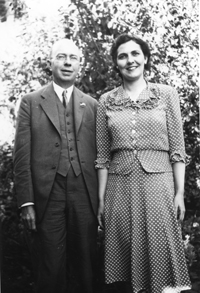 Darrow with his wife, Dora Elizabeth Marcy Darrow in 1943.