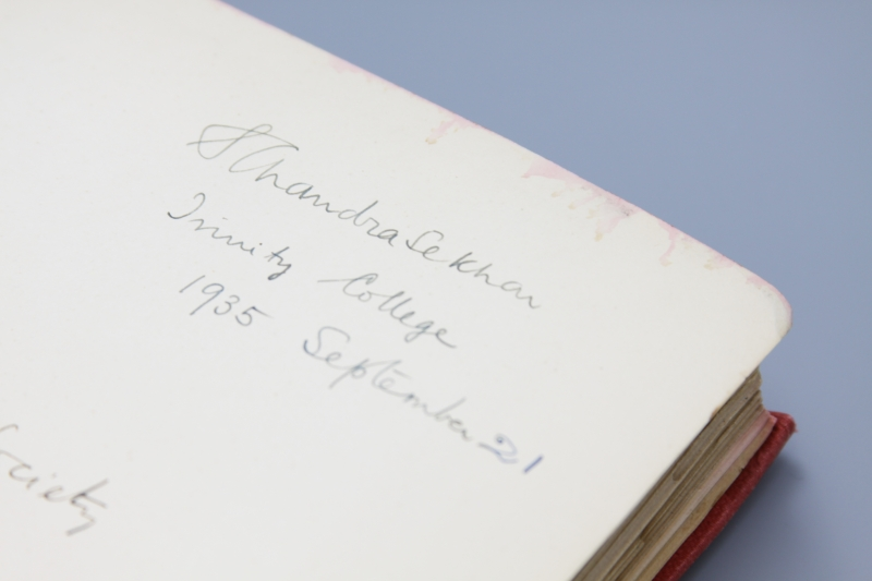 Subrahmanyan Chandrasekhar's signature in a sammelband of offprints