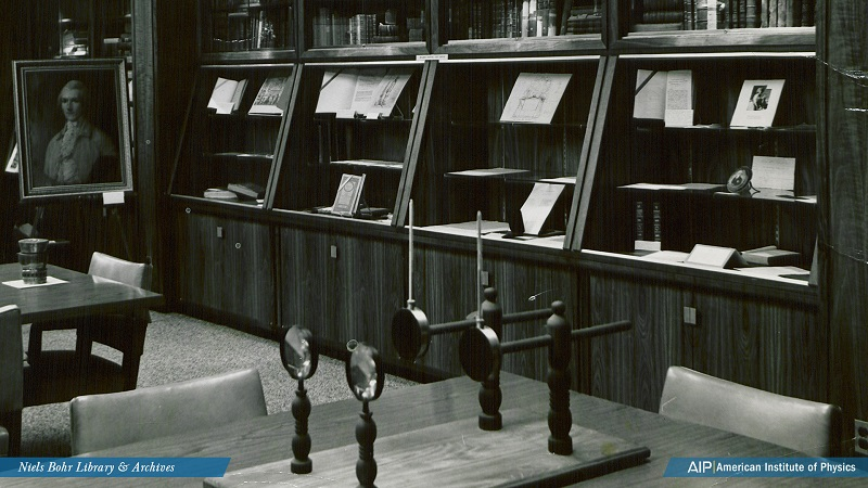 The Niels Bohr Library in its original location at 335 East 45th Street in New York City, circa 1960.