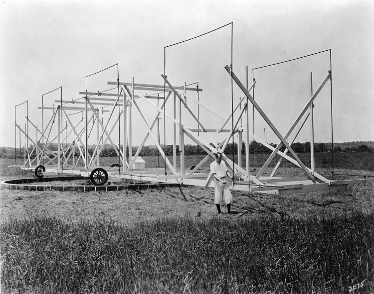 Karl Jansky with rotating antenna