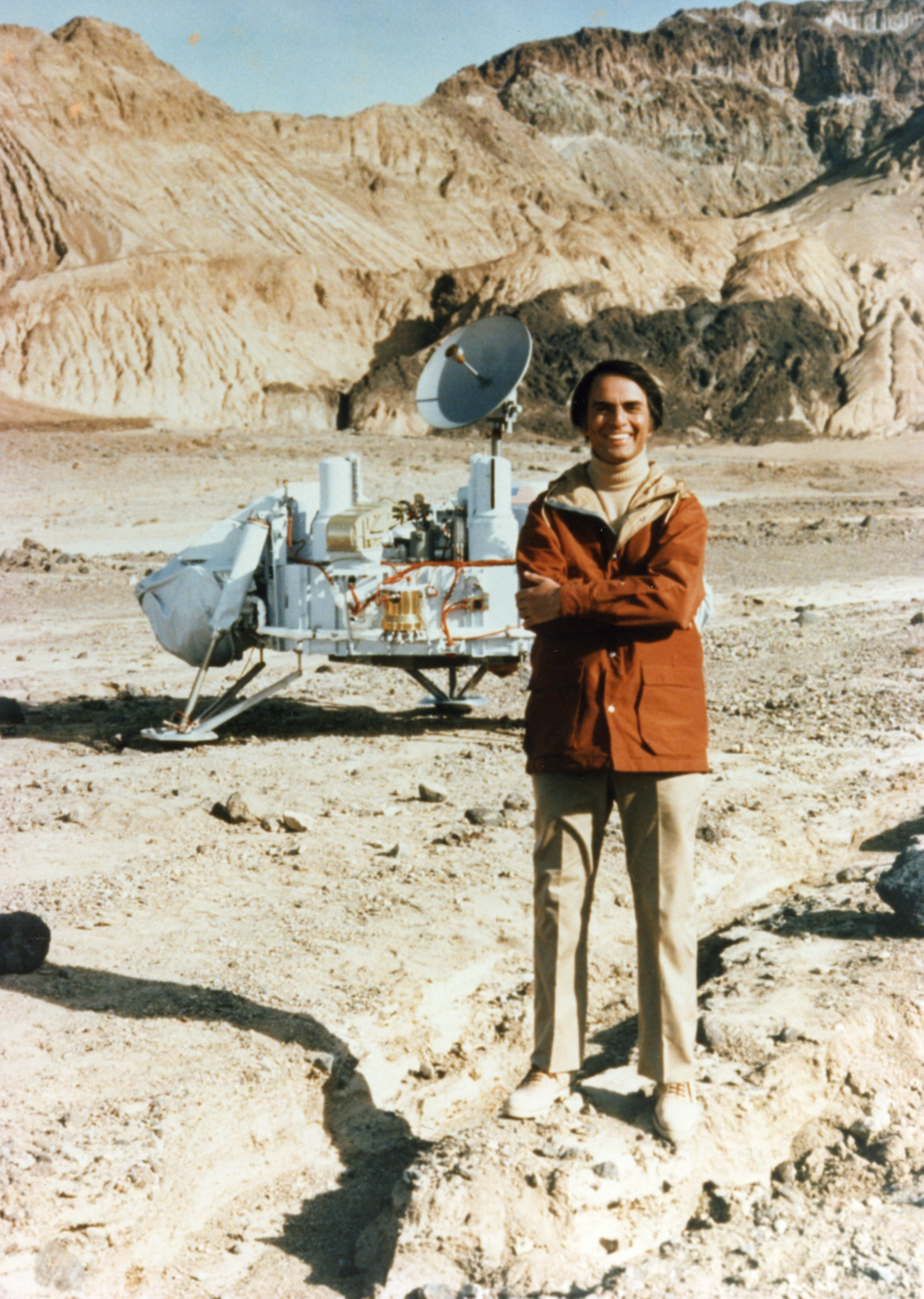 Carl Sagan in Death Valley with the Mars space probe, 1979.
