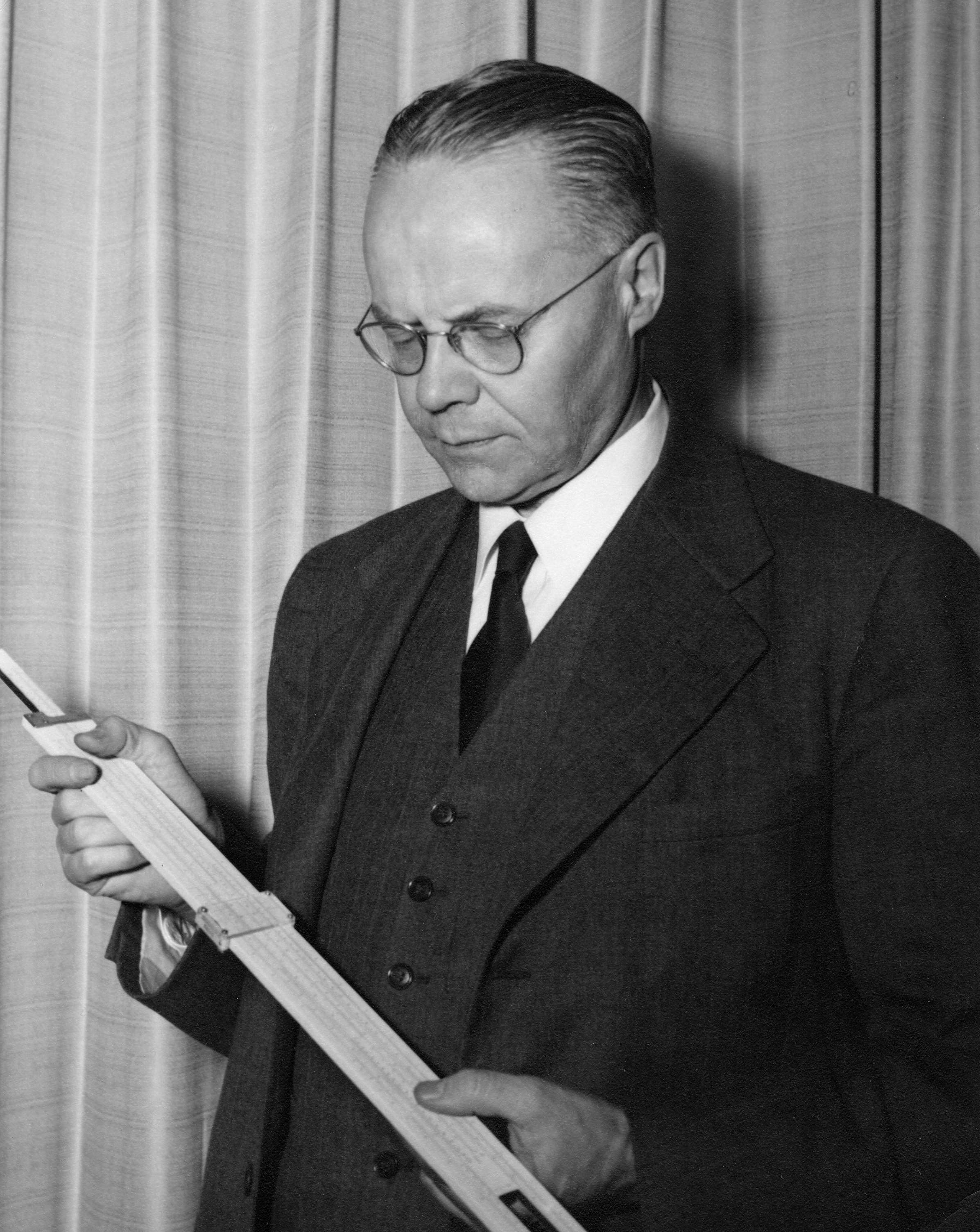 Otto Struve viewing a slide rule