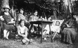 Ettore Majorana (center) in Viareggio's pinewood, Italy; from left his mother, Maria, Rosina, friend Gastone Pique, and maternal grandmother.