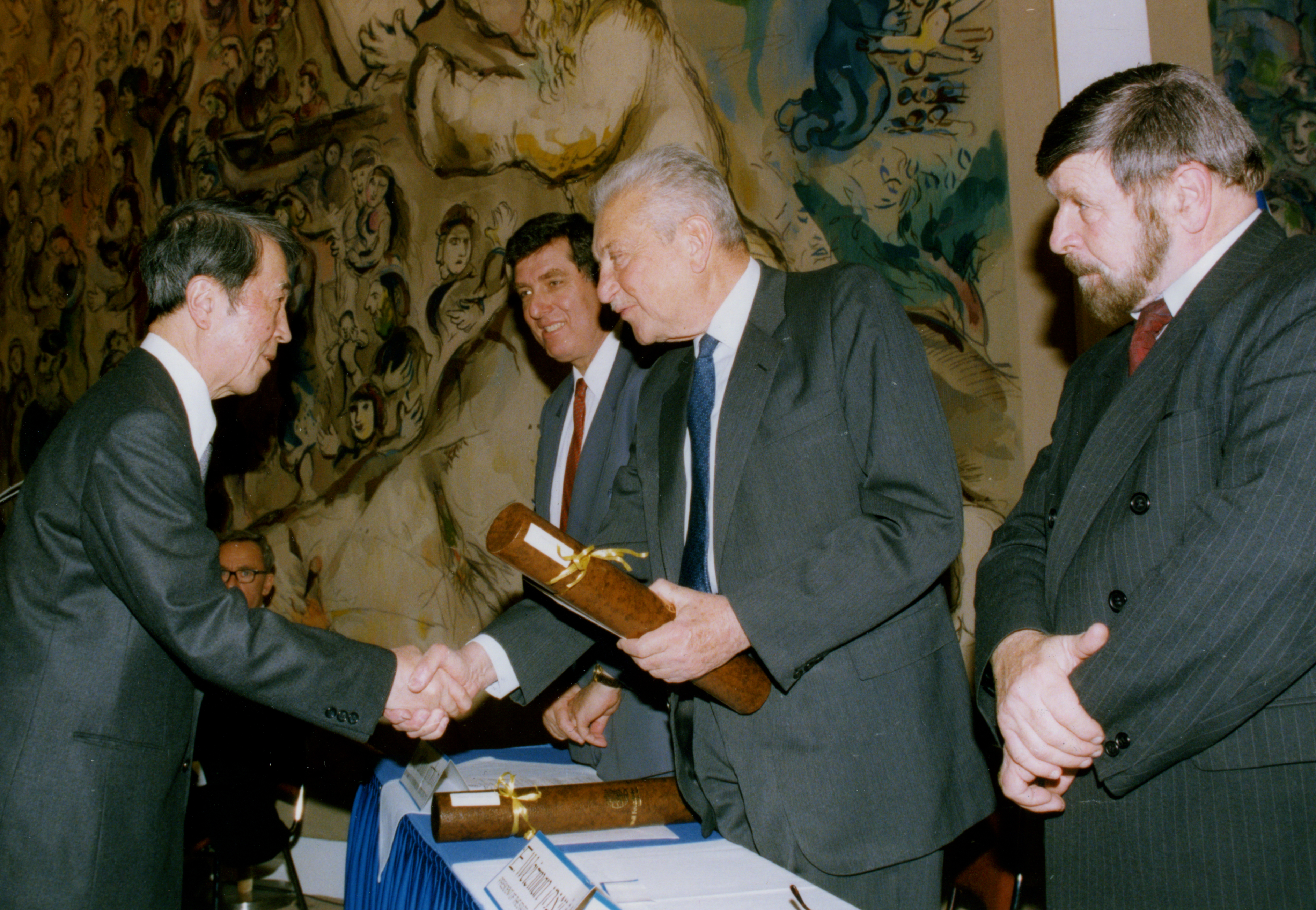 Nambu receiving the Wolf Prize for Physics.