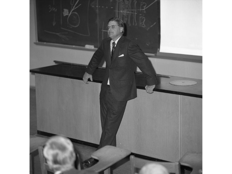 Robert R. Wilson during a lecture at Mount Holyoke College.