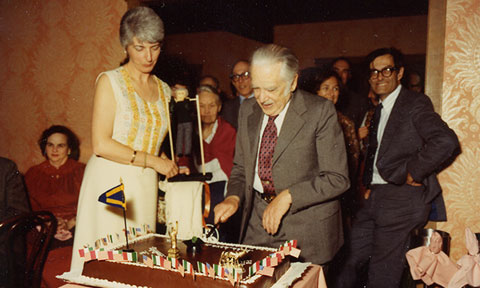 Rosa Segrè (left) and others watch as Emilio Segrè cuts the cake at his 75th birthday party in Oakland, California in January of 1980.
